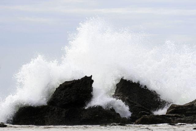ombak laut selat